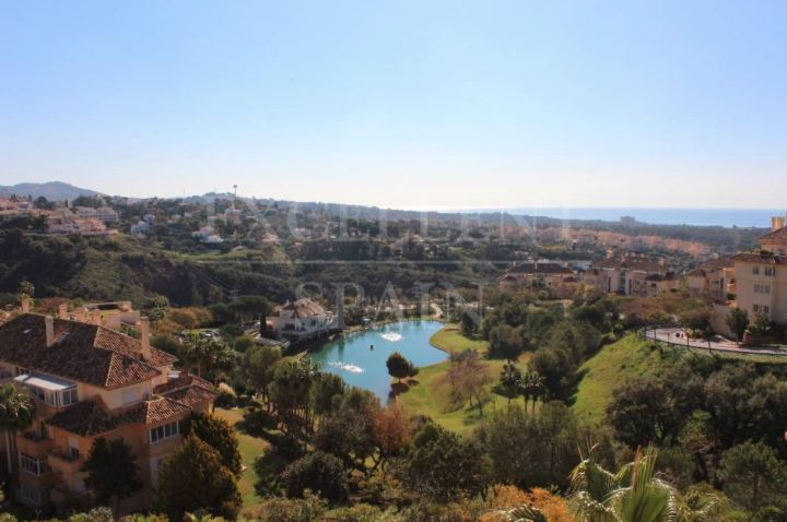 Penthouse for sale in Elviria Hills, Marbella east with great sea view
