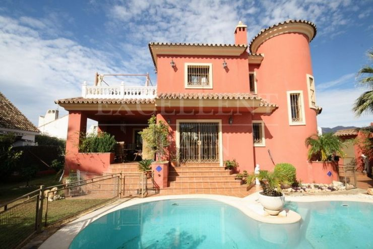 Las Chapas, Marbella East, nice villa at walking distance to the beach for sale
