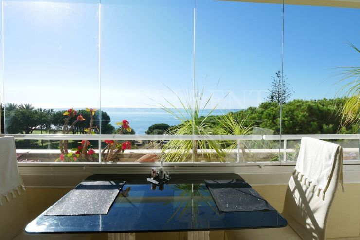 Los Granados de Cabopino, Marbella, absolute beachfront apartment with 4 bedrooms for sale
