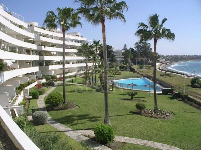 Los Granados Playa, Estepona, frontline beach apartment for sale