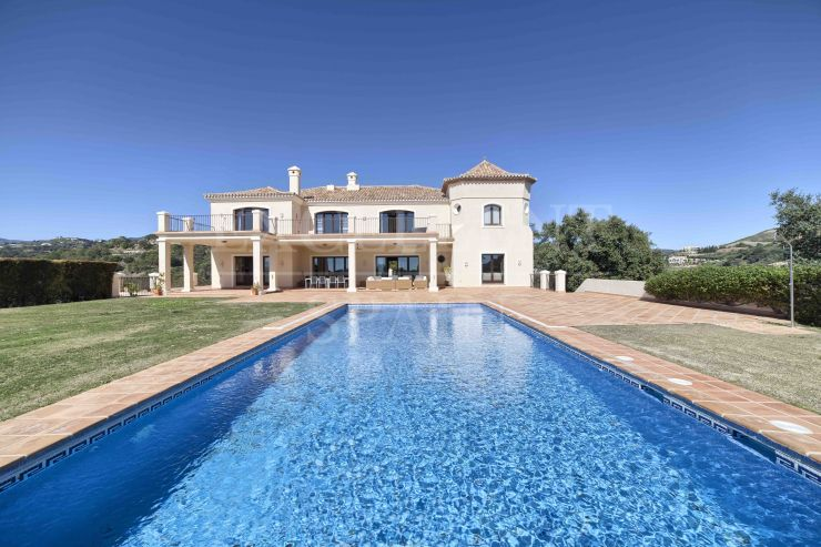 Marbella Club Golf Resort, Benahavis, mansión a la venta en un espacioso terreno con vistas del mar