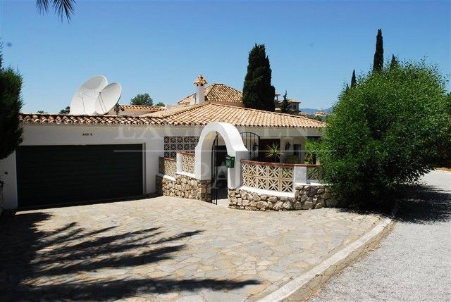 El Paraiso Alto, Benahavis, south-west facing villa for sale