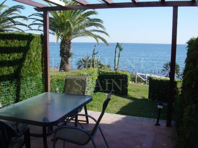 Townhouse in Estepona for sale, direct on the beach with panoramic sea views