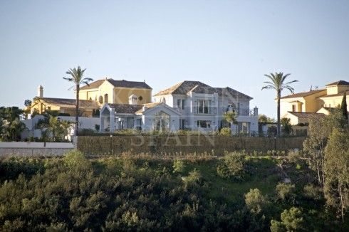 Contemporary villa for sale in Los Almendros, Benahavis
