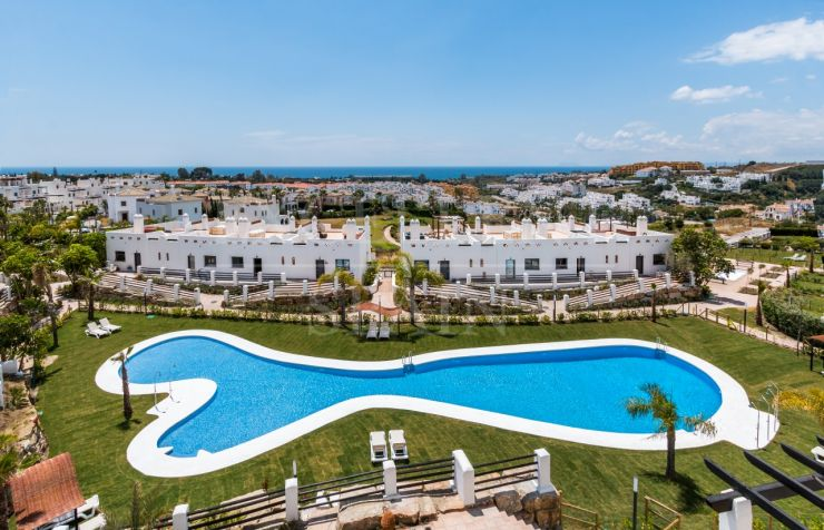 Sunset Golf, Estepona, ready to move into apartments and penthouses