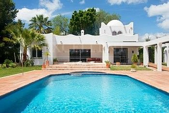 Villa for sale in Nueva Atalaya, Estepona