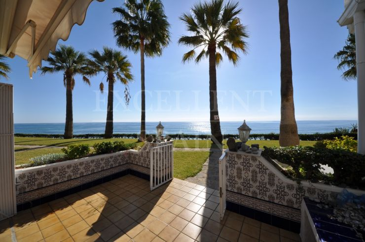 Frontline beach townhouse for sale in Victoria Beach, Estepona