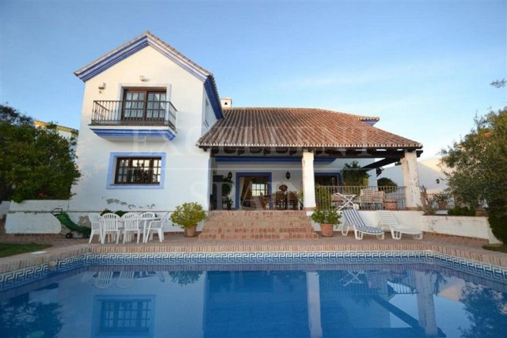 Villa for sale in El Paraiso, Costa del Sol