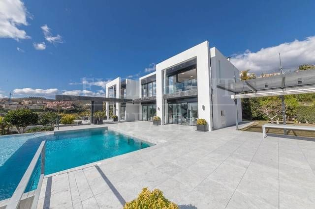 La Alqueria, Benahavis, Costa del Sol, contemporary, modern villa for sale