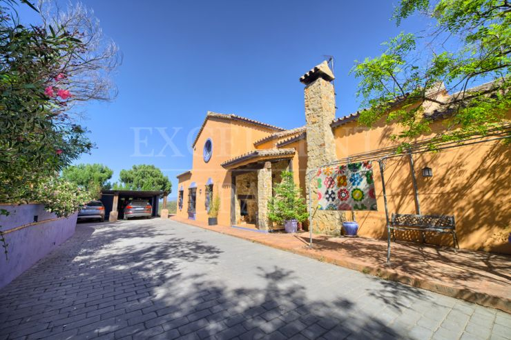 Los Reales, Estepona, Costa del Sol villa with panoramic sea views for sale