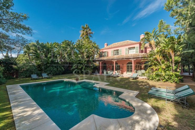 Rustic style villa in Hacienda las Chapas, Marbella East for sale