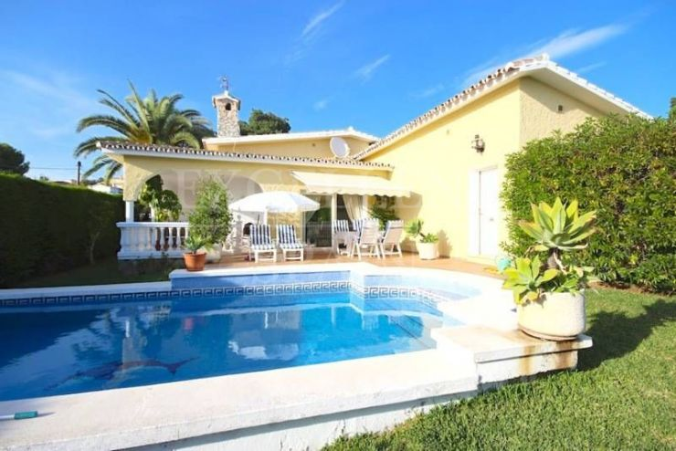 Elviria, Marbella East, beautiful villa for sale at walking distance to the beach