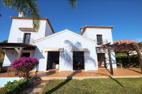 Villa for sale in Monte Halcones, Benahavis