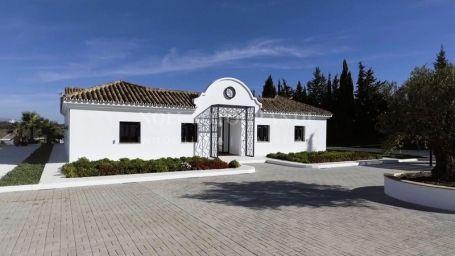 Villa for sale in Cancelada, Estepona