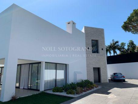 Villa en venta en Linda Vista Baja, San Pedro de Alcantara