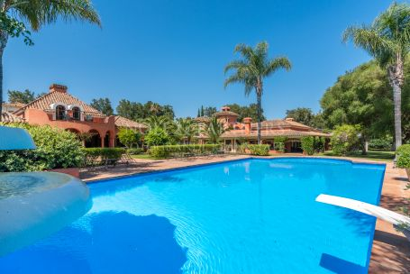 Villa for sale in Reyes y Reinas, Sotogrande