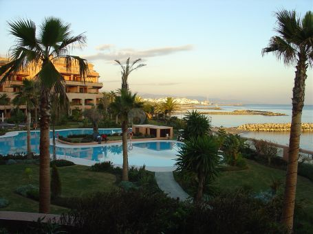 Luxury apartment frontline beach walking distance to Puerto Banus