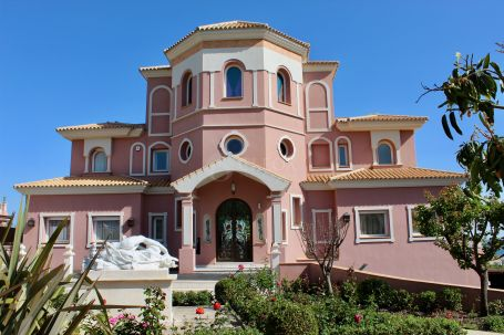 Majestic luxury villa for sale in the exclusive urbanization of Los Flamingos Golf, in Benahavis