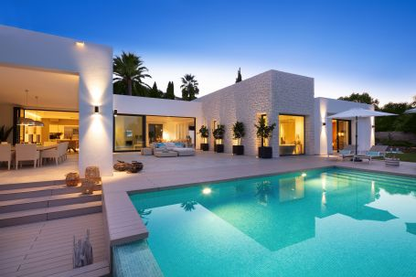 Stunning contemporary luxury villa for sale in Nueva Andalucia, the golf valley in Marbella.
