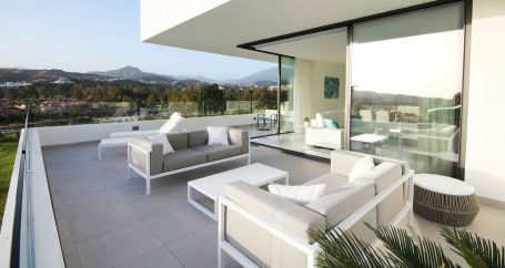 New contemporary apartments with the best views in Atalaya Golf area