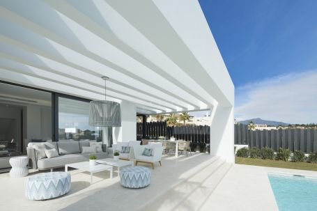 New contemporary villas between Marbella and Estepona