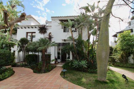 Town House for sale in Mirador del Paraiso, Benahavis