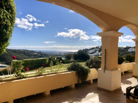 Villa for sale in Lomas de La Quinta, Benahavis