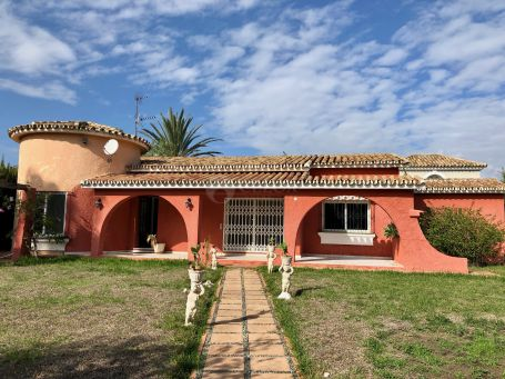 Chalet for sale in El Saladillo, Estepona