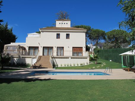 Detached 6 bedroom villa in Lagomar, next to Las Brisas Golf