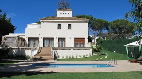 Detached 6 bedroom villa in Lagomar, next to Las Brisas Golf