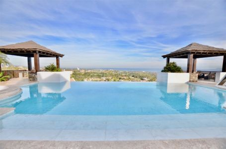 Luxury contemporary villa for sale in Los Flamingos, with panoramic sea views