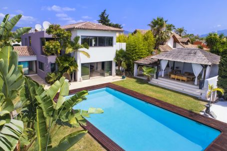 Beachside contemporary villa for sale between Marbella and Estepona