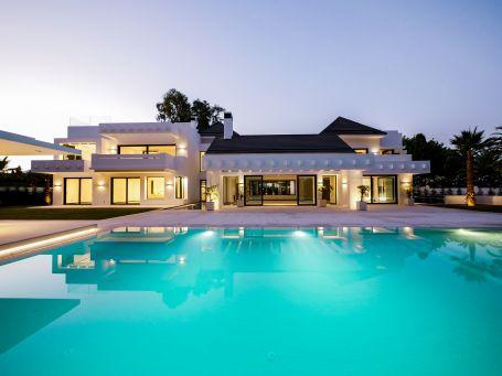 Beachside luxury villa for sale in Guadalmina Baja, Marbella