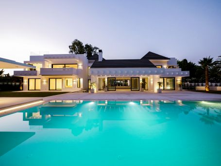 Beachside luxury villa for sale in Guadalmina Baja, Marbella
