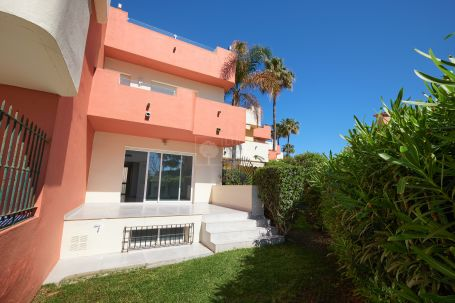 Adosado en venta en Beach Side New Golden Mile, Estepona