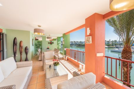 Apartment for sale in Sotogrande Puerto Deportivo