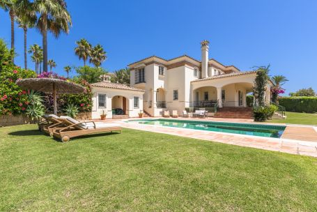 Villa for sale in Zona F