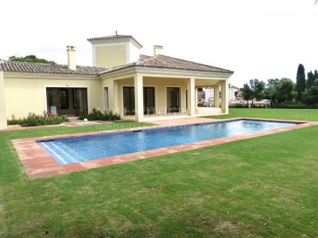 Villa for rent in Los Altos de Valderrama, Sotogrande