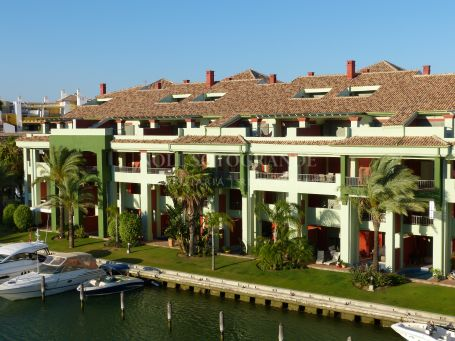Penthouse for rent in Isla Tortuga, Sotogrande