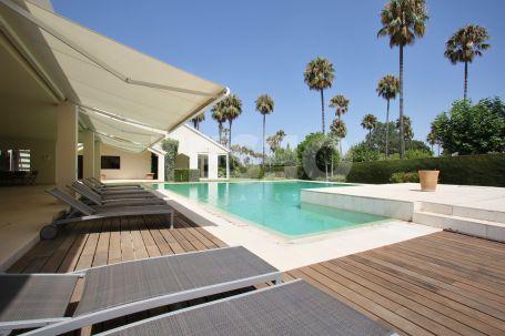 8 Bedroom Contemporary Villa in 'Los Granados'