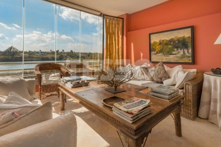 Bright apartment with unique views of the Sea and Africa