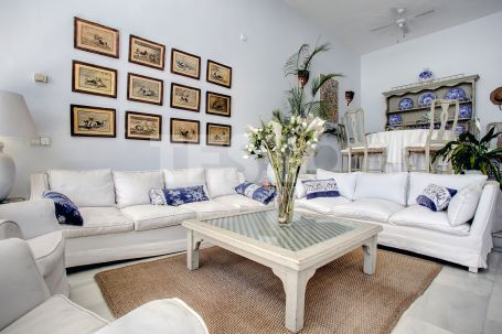 Unique townhouse for sale with Sea Views and just a few meters away from the beach
