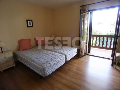 Town house in La Loma. Coner wiht large garden and privacy