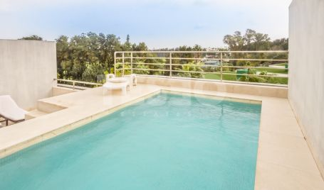 Very spacious penthouse with a private pool in Polo Gardens, Sotogrande