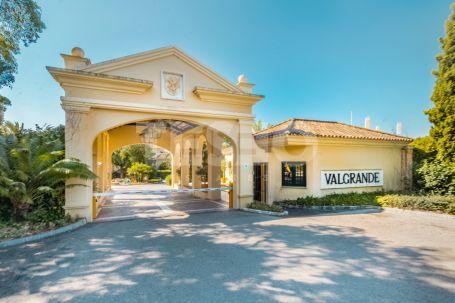 4 bedrooms Apartment for Sale in Valgrande Urbanization