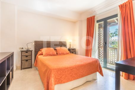 Large apartment with 4 bedrooms and nice views of the Marina.