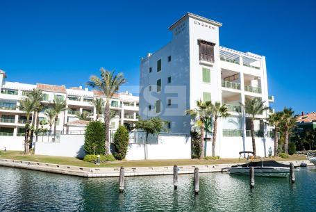 Apartamento en la Marina de Sotogrande con vistas del Puerto
