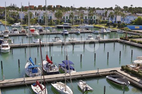 Apartment with nice views of the Harbour in la Marina , Sotogrande