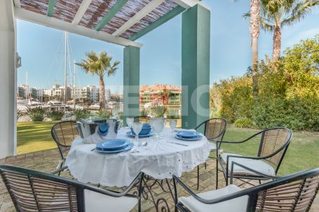 Large Semidetached with uniqye views for rent in 1st line of the Sotogrande Marina