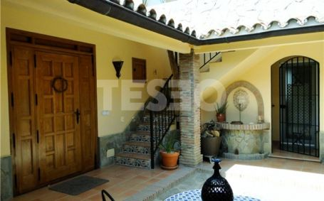 Villa for sale in Alcaidesa with Stunning View to the Mediteranean